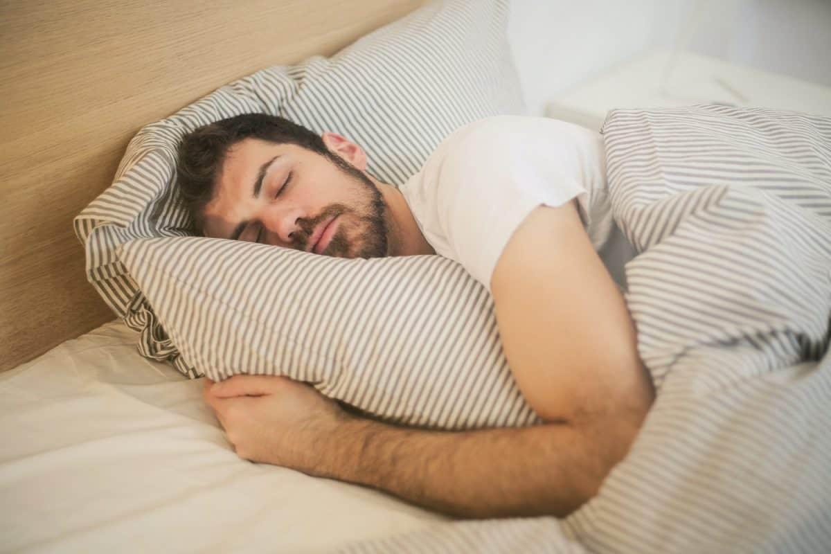 Czy długi sen to krótka droga do utraty wagi?