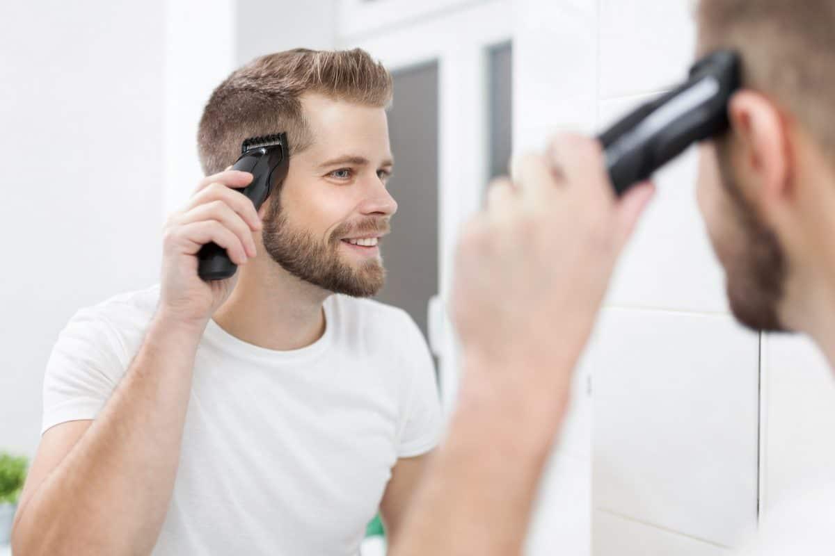 6 zasad, dzięki którym samodzielnie obetniesz włosy i… nie przestraszysz się własnego odbicia w lustrze