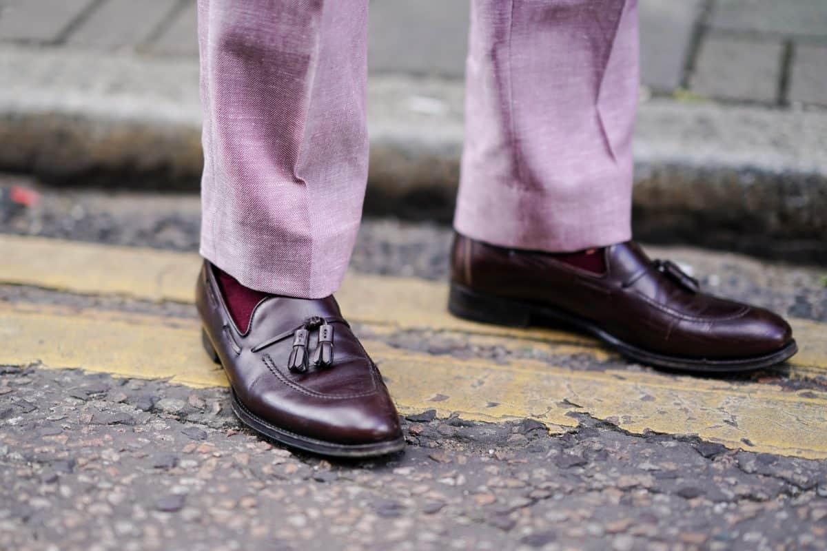 3 pary butów, które przydadzą się każdemu facetów do stworzenia stylowego, casualowego looku