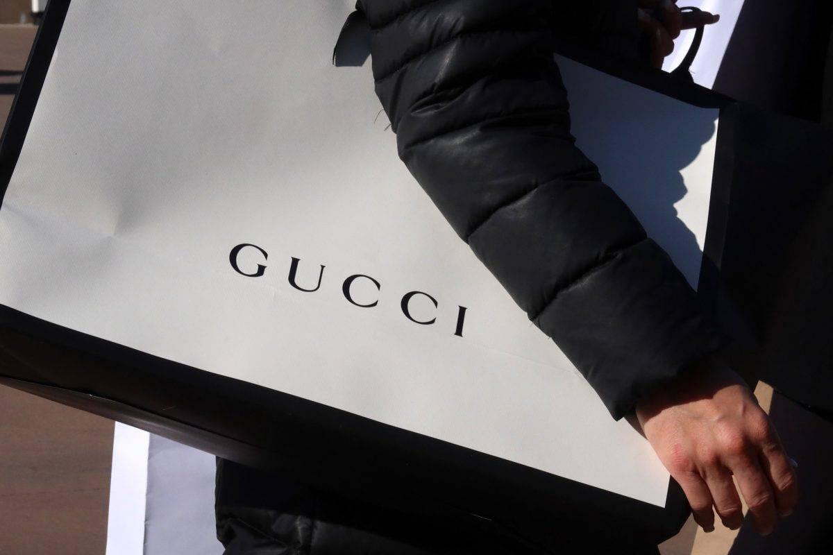 Gucci sprzedaje sneakersy za niecałe 50 złotych. Podczas zakupów czeka jednak na Ciebie mały haczyk…