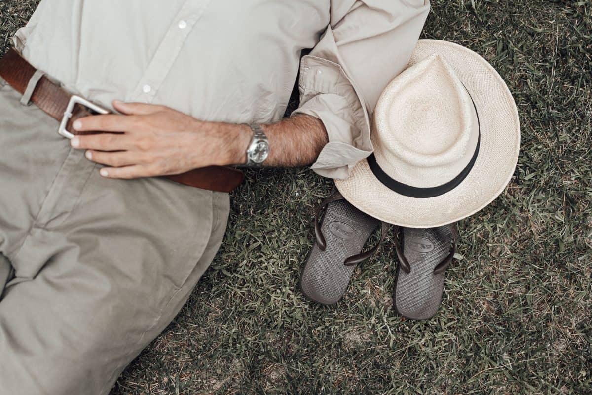 Najmodniejsze męskie klapki na lato – znajdź model dla siebie