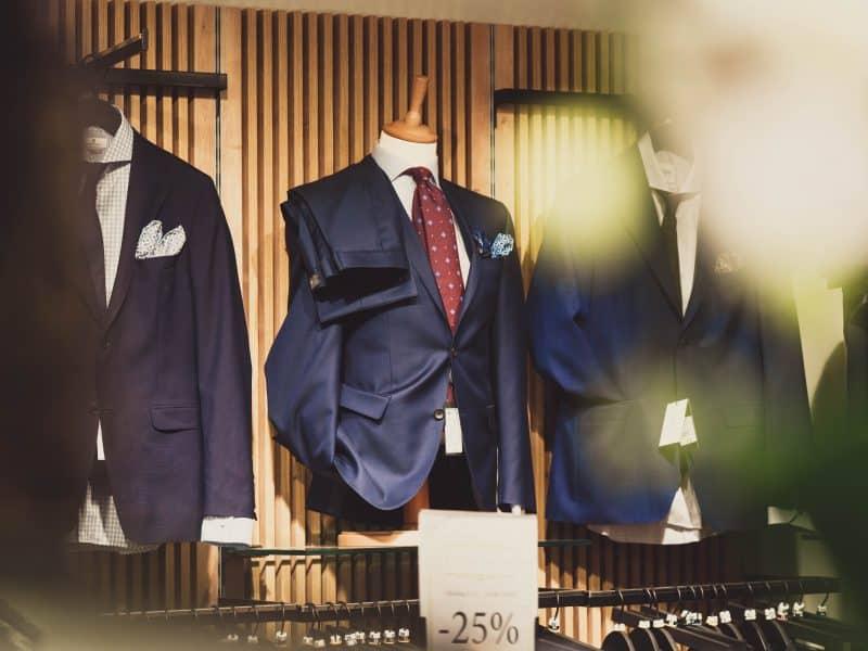Wszystko, co musisz wiedzieć, zanim kupisz garnitur online