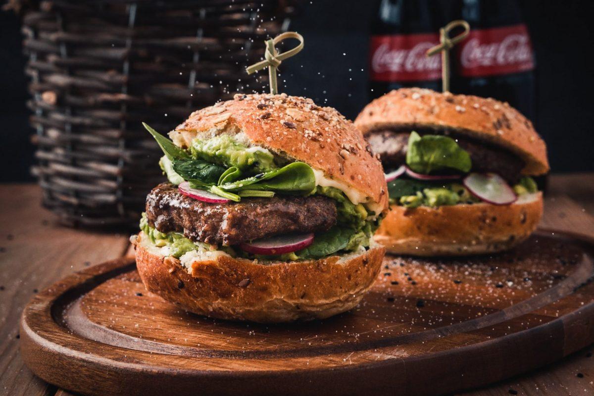 Najdroższy burger na świecie kosztuje 5 tysięcy euro! Gdzie można go kupić i jaki składnik sprawia, że jest taki drogi?